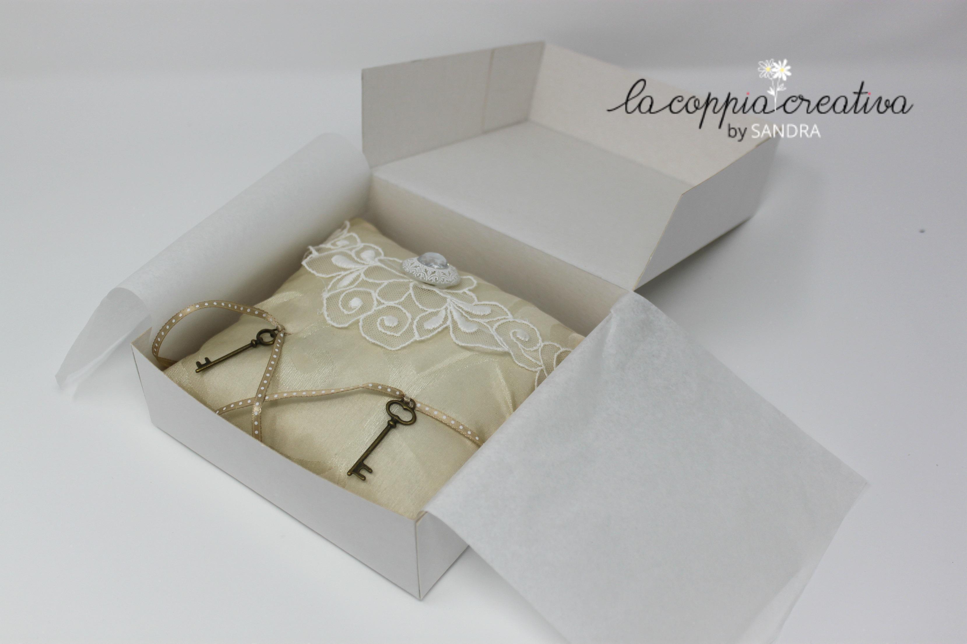 Scatola porta cuscinetto per le fedi la coppia creativa - Scatola porta rocchetti ...