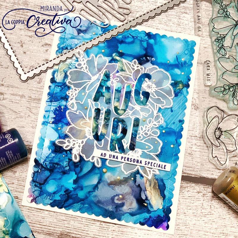 Fiori Bianchi 11 Lettere.Fiori Bianchi Sullo Sfondo Blu La Coppia Creativa
